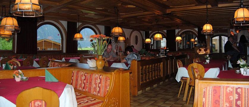 Hotel Alpina Shwendau, Mayrhofen, Austria - restaurant.jpg